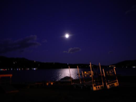 山中湖の満月