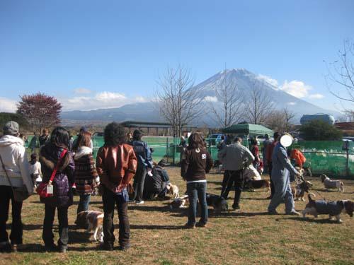 05富士山をバックに