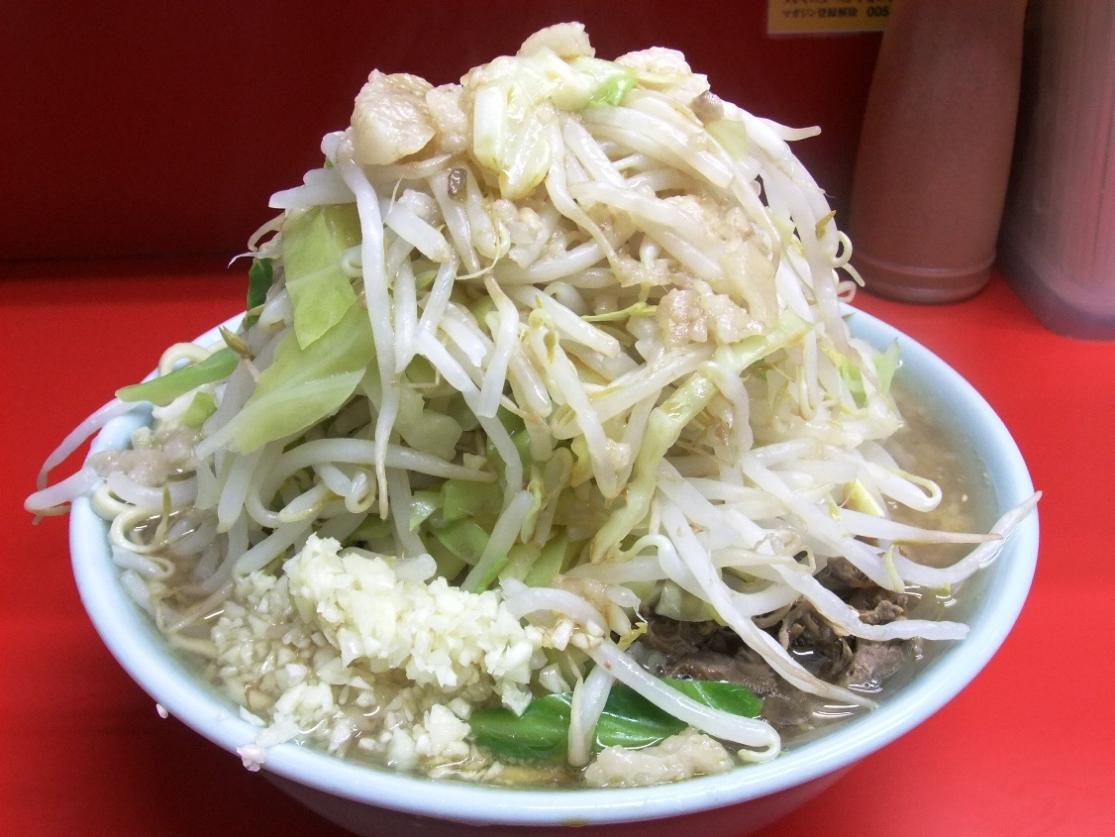 ラーメン二郎 中山駅前店:小ラーメン豚入(ヤサイマシマシニンニクアブラ) 11.02.05