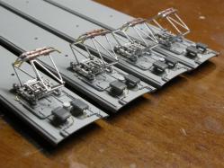 機器への配線はφ0.2mmの真鍮線