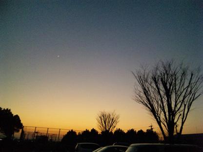 夕焼けと三日月s