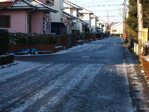 道路は凍り
