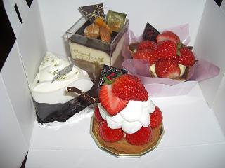 次男の彼女からのケーキ