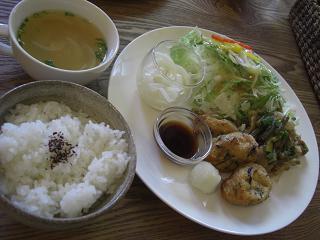 山芋と豆腐のふわふわ揚げ豚バラ肉とにんにくの芽の味噌炒め