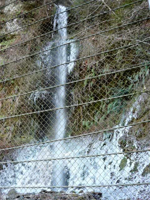滝も凍ってしまう寒さであります。
