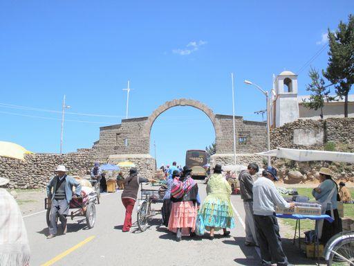 門をくぐればボリビア