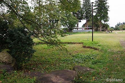 熱塩駅跡、構内保存車脇にある枯池