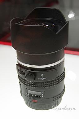 参考展示されていた645D用広角レンズ