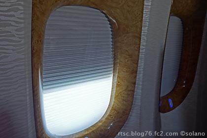 エミレーツ航空ビジネスクラス、窓。
