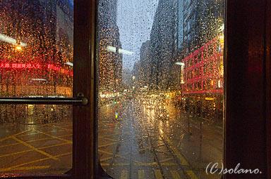 2階建てトラムから見た香港の繁華街
