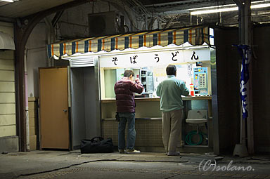 惜しまれつつ閉店となる伊勢崎駅の立ち食いそば屋