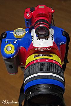 ペンタックスK-xコレジャナイロボモデルとK-xミニチュア(赤)