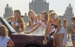 ロシア 洗車する美女たち その目的は?Z20110721TTAPT01498G30000000T_01_edit