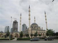 ロシア_【Russia_Watch】「欧州で最大」とされる新しいモスクと建設の進む高層ビル群=7月14日、ロシア連邦チェチェン共和国(遠藤良介撮影)