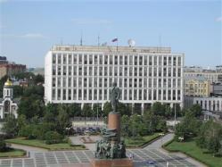 ロシア_【Russia_Watch】ロシアの警察組織を管轄する内務省。手前広場に立つのはレーニン像=7月23日、ロシア(遠藤良介撮影)
