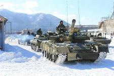 ロシア_最近、配備されたT80型戦車(提供写真)