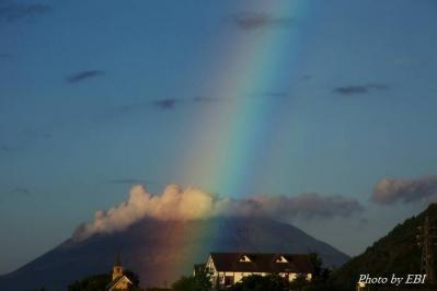 今朝の桜島と虹