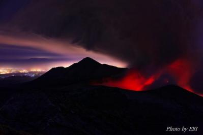 噴火当日の新燃岳(韓国岳より撮影)