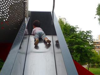 110515_ミッドタウン公園 (滑り台) (3)
