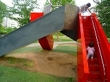 110515_ミッドタウン公園 (滑り台) (5)