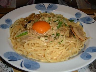 鎌倉とろ豚角煮とグリルオニオンの和風カルボナーラ