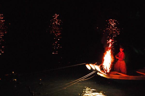 愛媛県大洲市大洲  肱川鵜船 鵜飼見物 かがり火と鵜匠