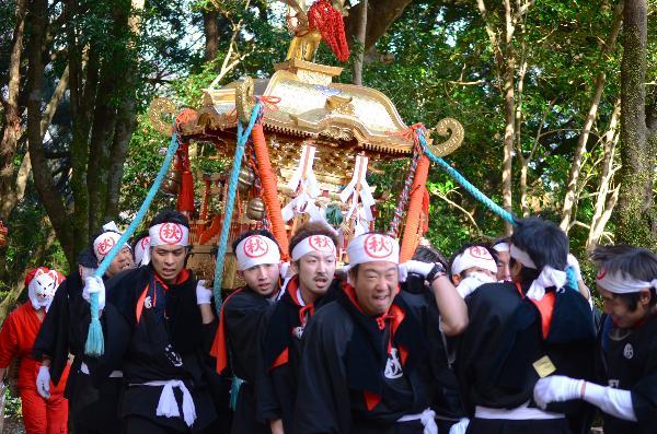 高知県 仁淀村秋葉祭り2013 秋葉神社前 練り