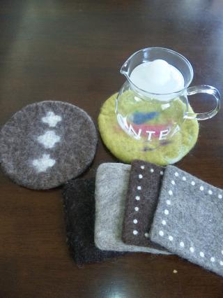 羊毛フェルトのポットマット