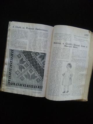 古い古い刺繍の本