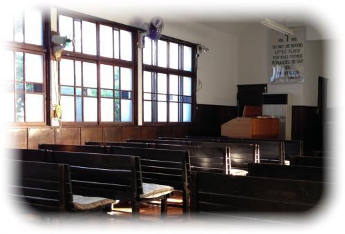 礼拝堂窓辺
