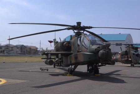 AH-64D。