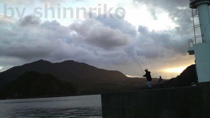 夕暮れまでルアーマンが釣りを楽しみます