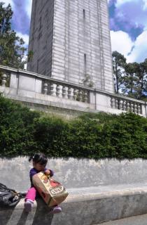 Towerを見上げてLunch