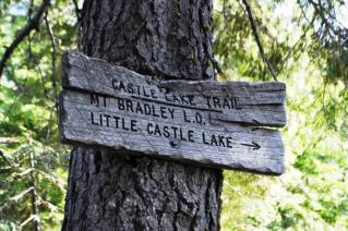 Sign  Little Castle Lake方面へ
