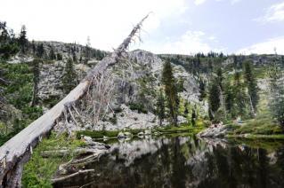 岩山にある奇跡の湖