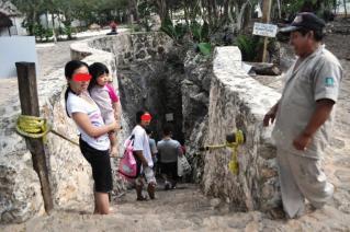 Cenote Samulaへの階段。