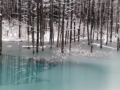 解けてきた青い池