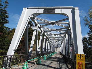 10月のブルーリバー橋