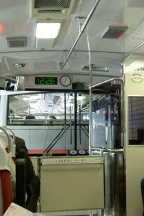 関電トロリーバス車内