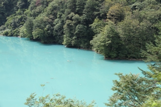 ダム湖(出六峰)