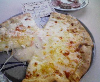 4種のチーズのピザ(ラ・ロカンダ・デル・ピットーレ)