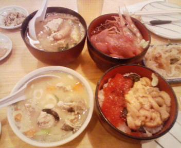 海鮮丼、ウニ筋子丼、毛蟹味噌汁、アンコウ味噌汁