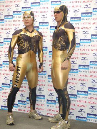 金色スーツ1