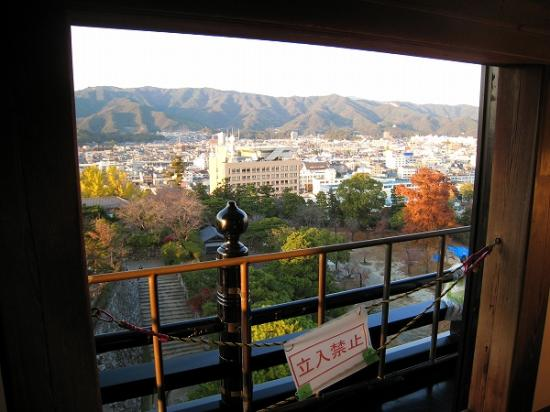 2009/11/23高知城天守閣から1