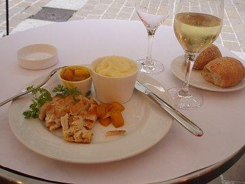 主菜よりバターの方が多いパリのカフェランチdownsize