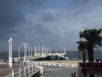 嵐のアルカション海辺downsize
