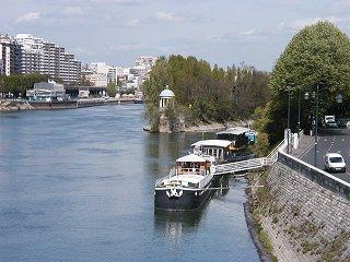 デファンス(Defence)近くのセーヌ(Seine)川downsize