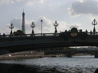 アルマ(Alma)橋のアールデコなシルエットdownsize