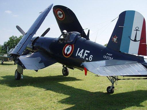 錨とコルセア(海賊のこと)のマークが粋なフランス海軍コルセア(Corsair)機Redownsize