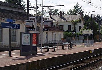 誰もいないMoret Veneux les Sablons駅downsize